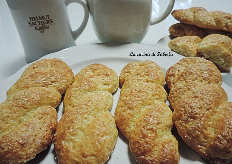 Ricetta Treccine di ricotta senza burro e uova (3 anni del blog)