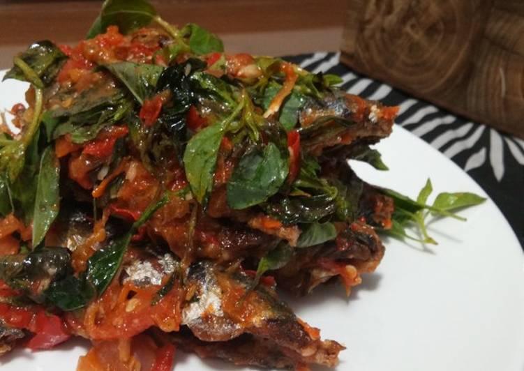 Ikan pindang sambel tomat kemangi