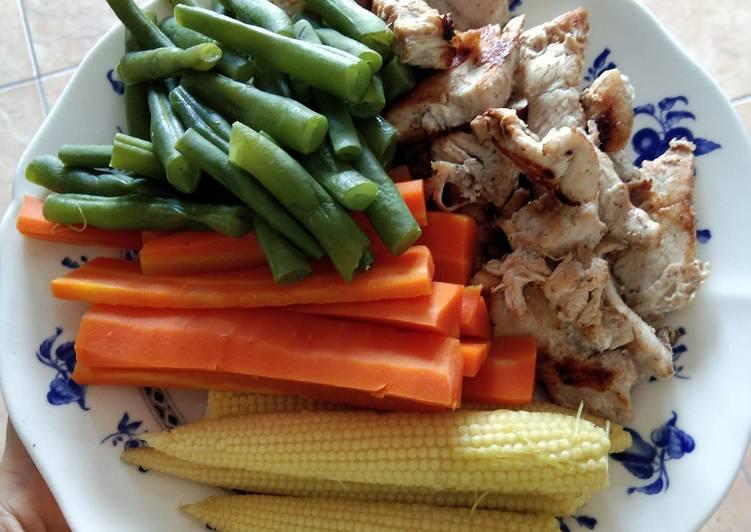 Langkah Mudah untuk Menyiapkan Menu diet 6 : Kukusan sayur dan ayam panggang Anti Gagal
