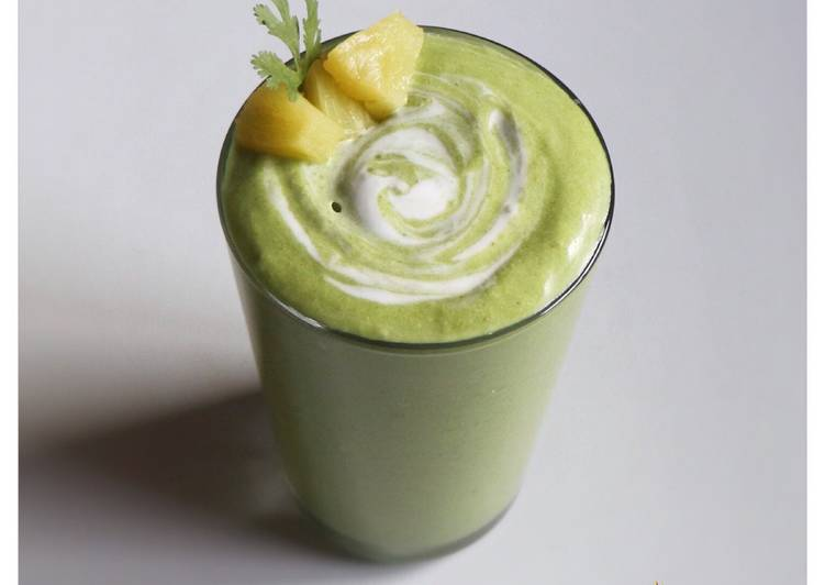 Baby Spinach and Pineapple And Coconut Milk Smoothie