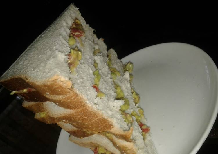 My simple vegan Guacamole sandwich dressed with ginger