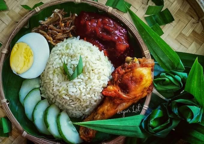 Nasi Lemak Pandan, Sambal Bilis Dan Ayam Goreng