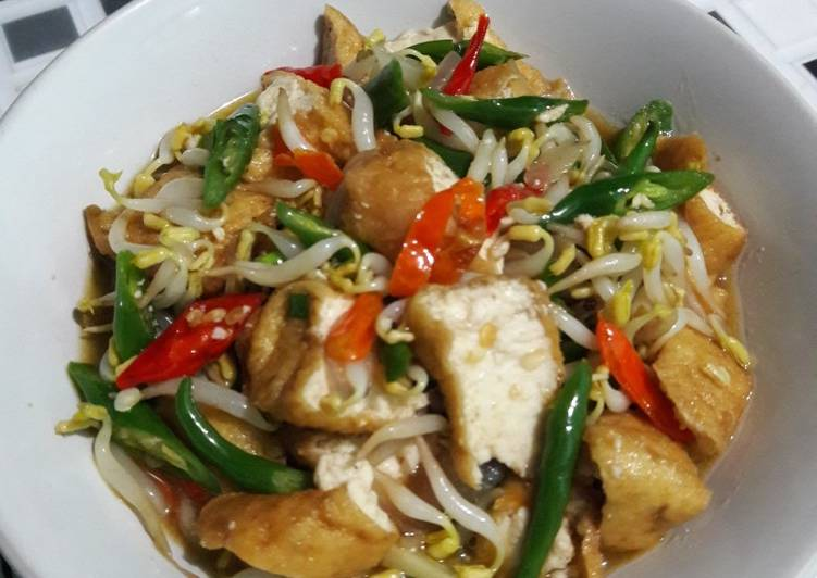 Tumis toge tahu with cabe ijo