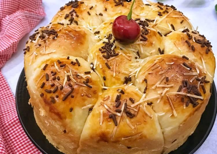 Roti sobek yogurt isi coklat keju (Yogurt dinner rolls with choco cheese filling)