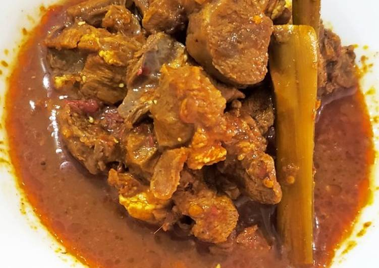 Gulai daging kambing (bagian paha)