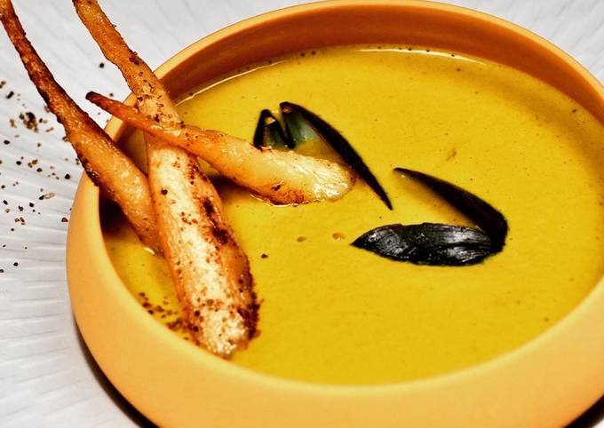 Crème de moules de bouchot au curry, carottes blanches et sel fumé