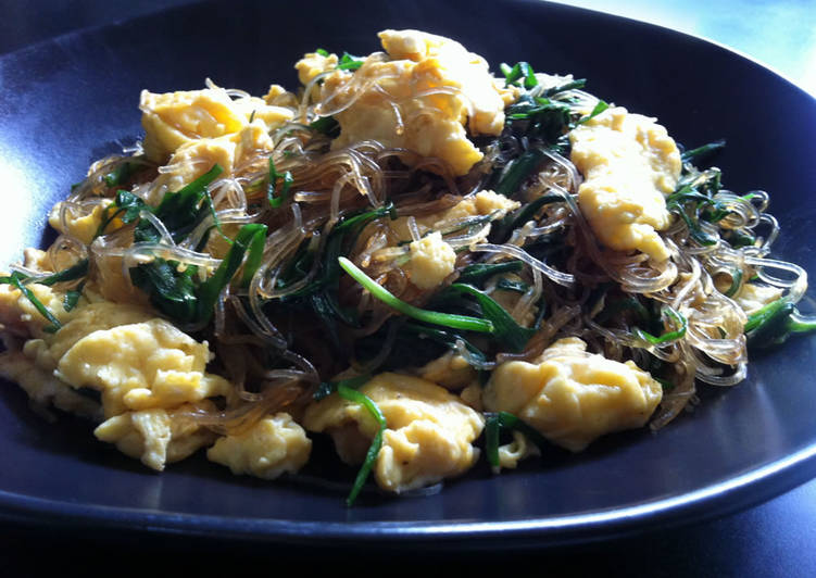 Stir-fried Harusame (Japanese Vermicelli) with Garlic Chives & Eggs