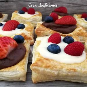 Hojaldres con crema pastelera y crema pastelera de chocolate