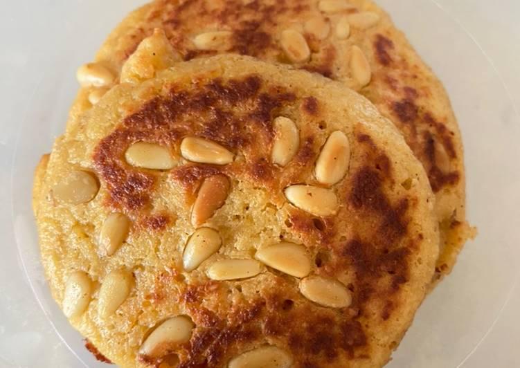 Pancake Apel Kacang Pinus