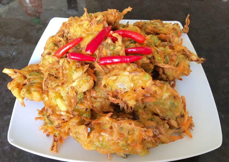 Indonesian Vegetable Fritters (bakwan sayur)