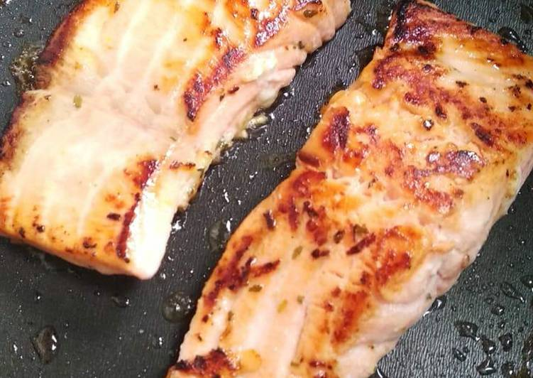 Grilled lemon garlic salmon