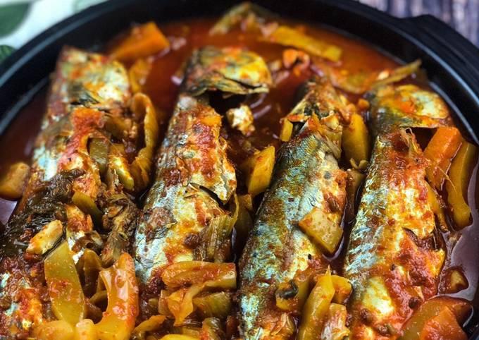 Asam pedas johor ikan kembung lemak bersama sawi jeruk  #maratonraya #ikan #minggu3