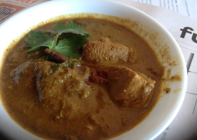 Varathuarache Chicken curry/ Roasted Coconut Chicken Curry Finding Healthy Fast Food