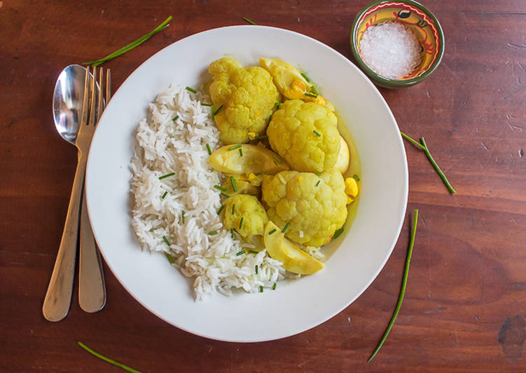 How to Make Quick Vegetarian cauliflower and egg curry