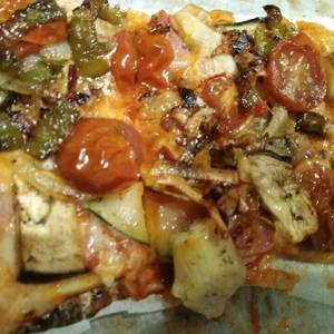 Pizza de verdura y roquefort
