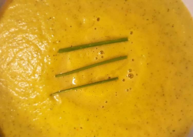 Velouté de courgettes pimenté au parmesan