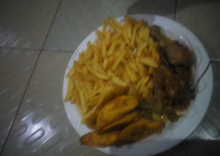 Chips, plantain with chicken pepper soup