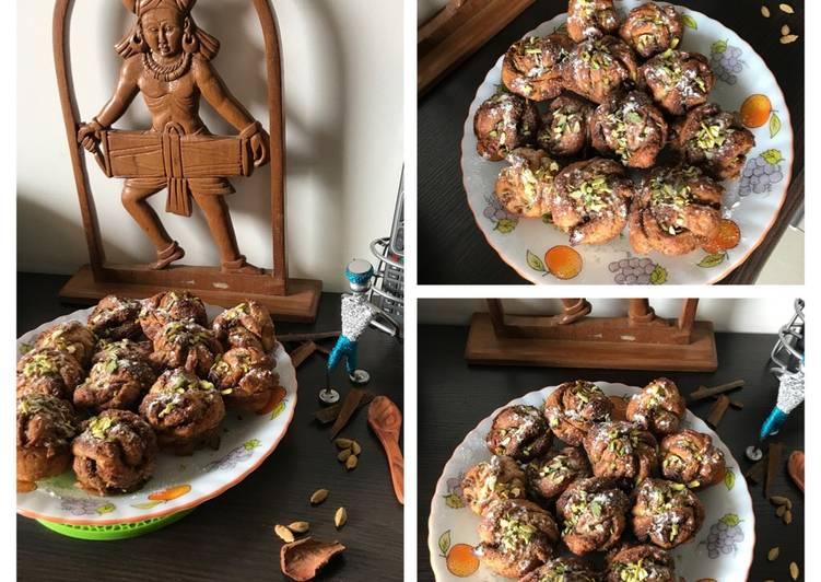 Recipe of Ultimate Cardamoms-Cinnamons-Pistachios filled Swedish Buns:  KARDEMUMMABULLAR