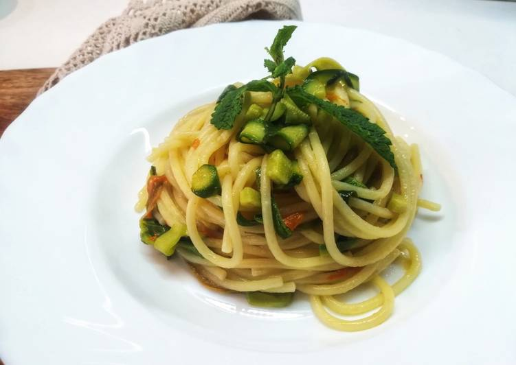 Spaghetti con zucchine novelle e fiori ?