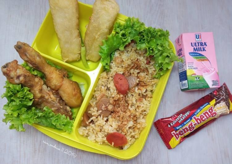 Resep Bekal sekolah anak (nasi goreng kecap sosis bakso) Bikin Jadi Laper