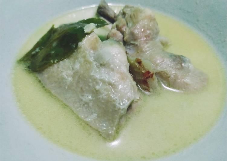 Opor ayam kuah putih - cookandrecipe.com