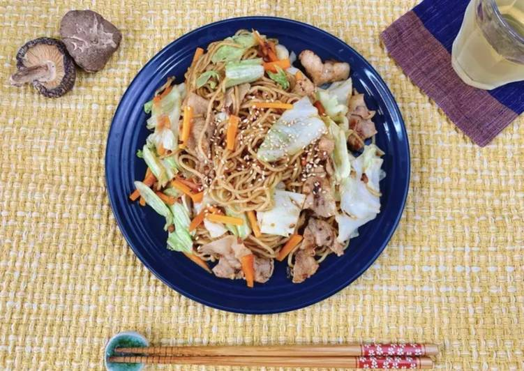 Delicious Yakisoba (Japanese Fried Noodles) with Shiitake Powder