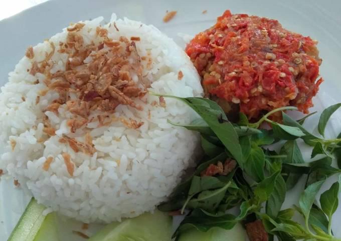 Nasi ayam geprek