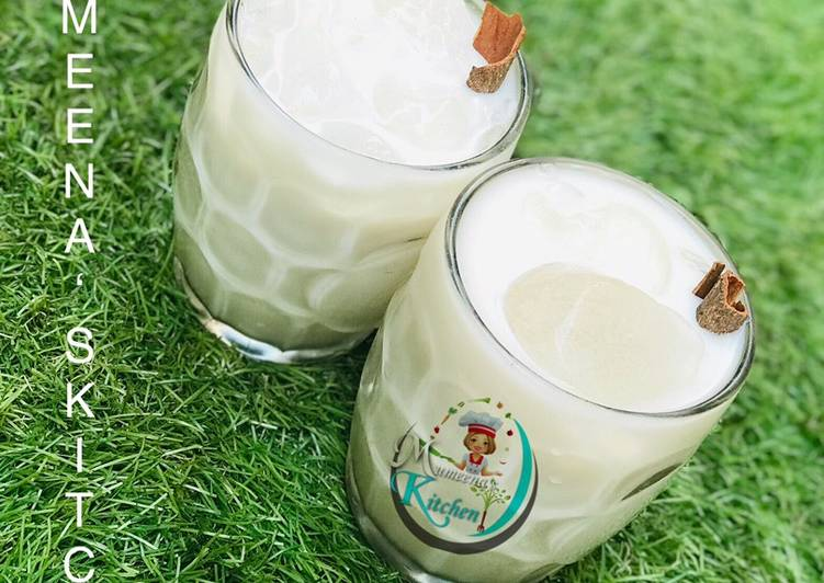 Date sweetened horchata
