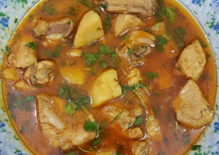 5 Minute Step-by-Step Guide to Prepare Favorite Aalu chicken ka salan