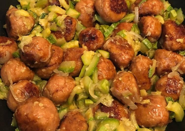 Polpettine di pollo alla salsa di soia con zucchine