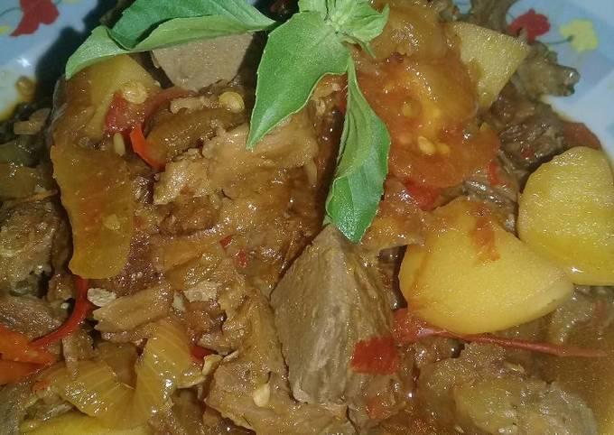 Oseng kentang daging