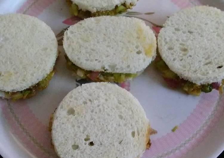 Healthy spinach cucumber sandwich