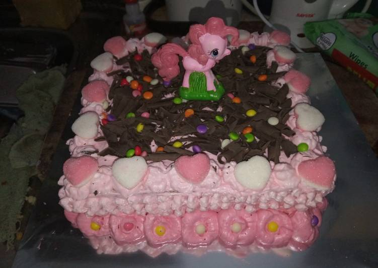 Resep Birthday Cake Simple Oleh Rinka Loumitha Cookpad