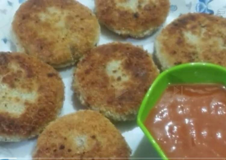 Crispy chicken and potato cutlets