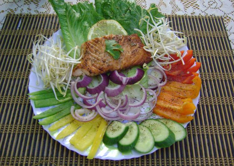 Veggie Salad with Salmon