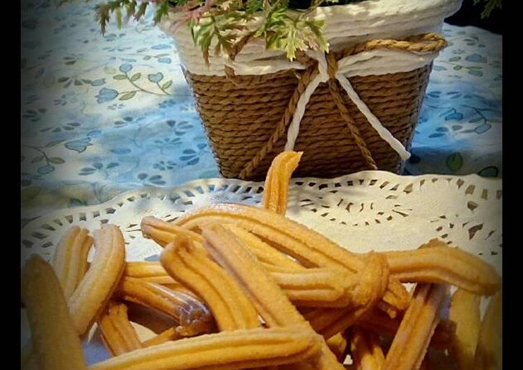 Kue akar kelapa (bentuk churros)