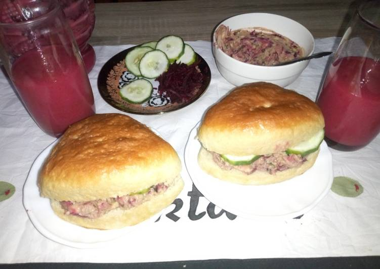 Buns with ovacado,beetrootpaste n cucumber and fruit juice