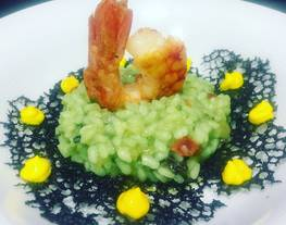 Risotto de gambas con alga wakame y plancton con all i olli de azafrán
