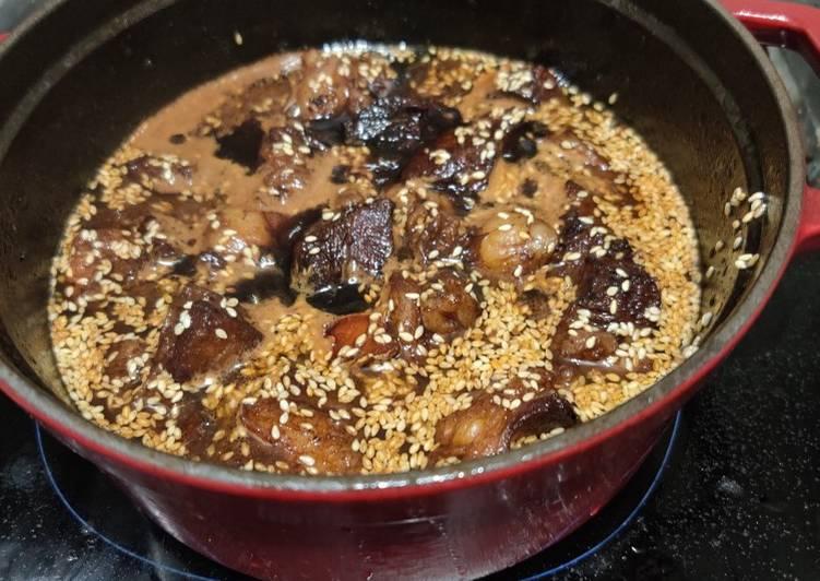 Minimalist Galbi-jjim (갈비찜) (Korean braised beef)
