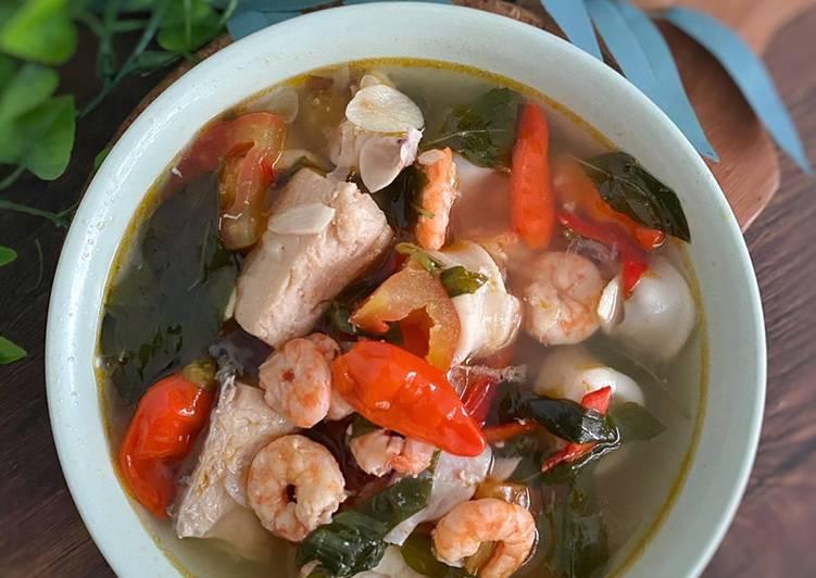 Sup Sari Laut (Kakap, udang & Cumi)