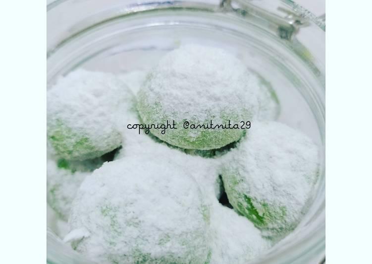 Pandan Snow Ball Cookies (Putri Salju Pandan)