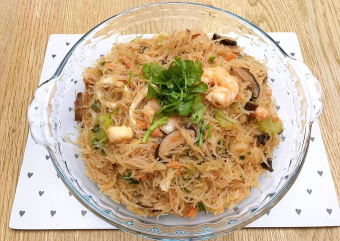 Taiwanese pan-fried mixed rice noodles with seafood
