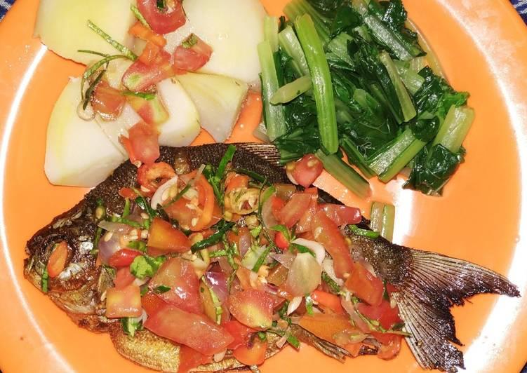 Cara mudah membuat Ikan bawal siram sambal matah (menu diet makan malam)