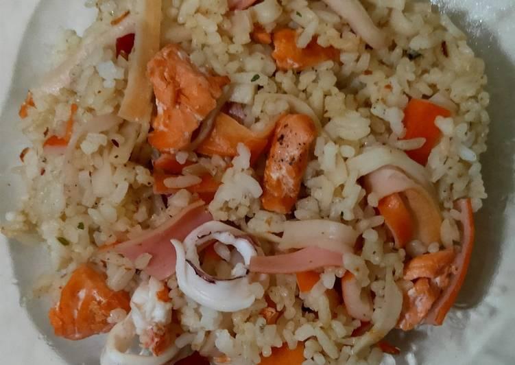 Nasi Goreng Salmon Seafood - tanpa minyak/margarin