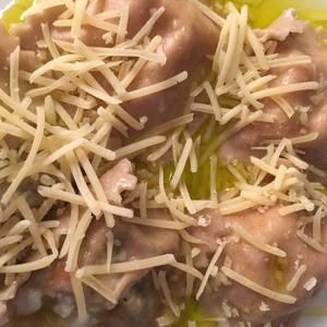Raviolones de rúcula, tomates secos, muzzarella y nuez