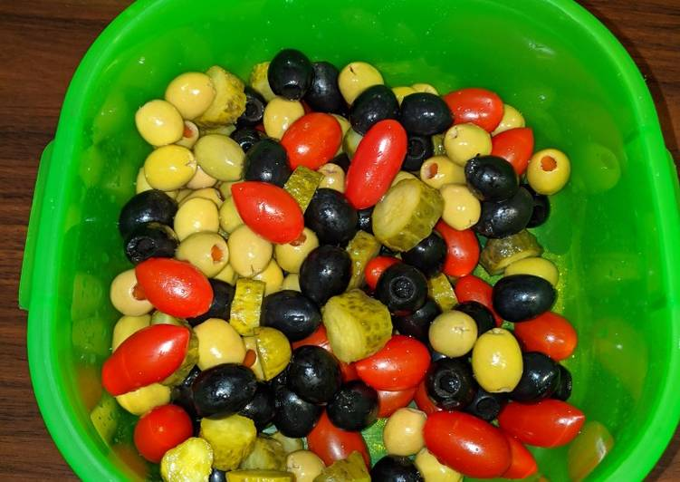 How to Make Super Quick Homemade Beach Mix Olive Salad
