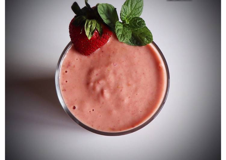 Strawberry, rose and apple smoothie
