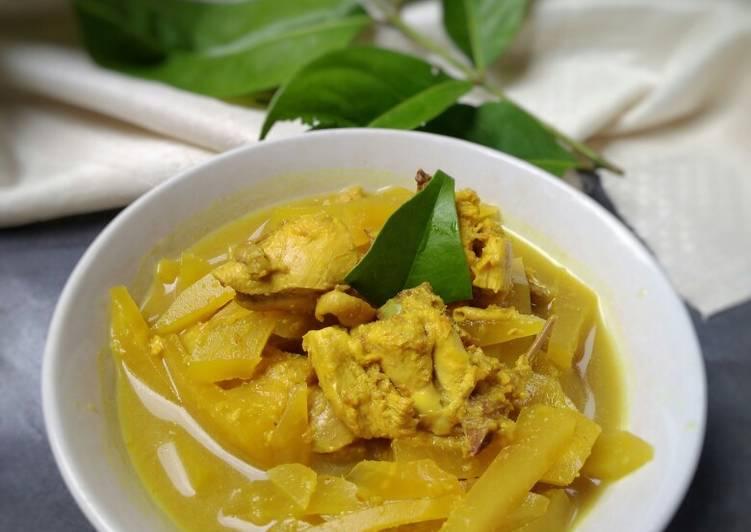 Sayur Ayam Pepaya Muda Bumbu Opor Kuning
