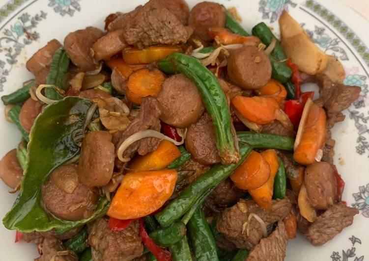 Oseng sayur campur (daging dan sosis)