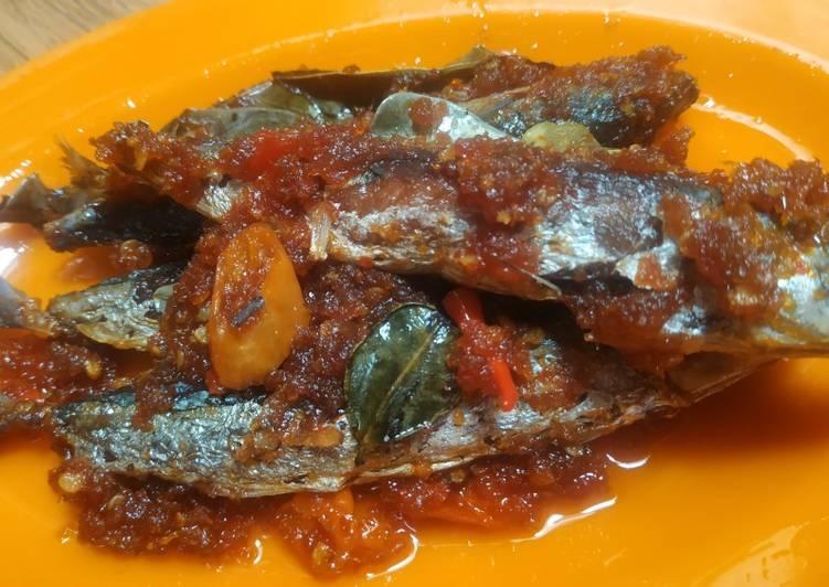 Ikan pindang pedas manis daun jeruk